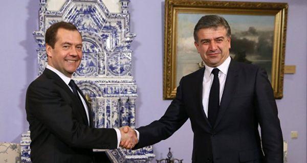 Россиянам разрешили въезд в Армению по внутренним паспортам