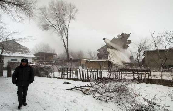 Число жертв авиакатастрофы под Бишкеком выросло до 38 человек