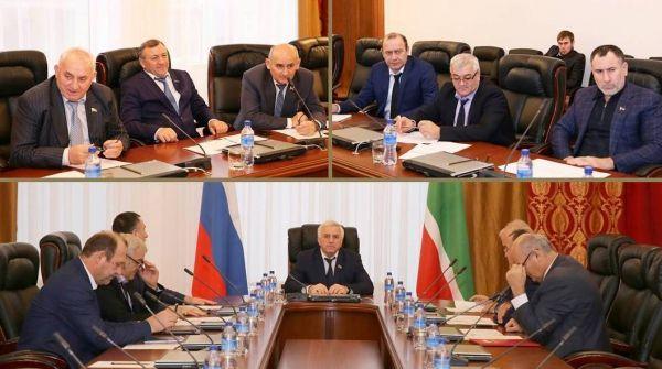 М. Асхабов провел заседание комитета по вопросам агропромышленного комплекса, земельных отношений, экологии и природных ресурсов