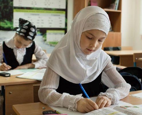 Девочки в хиджабах вызывают у российских школьников уважение