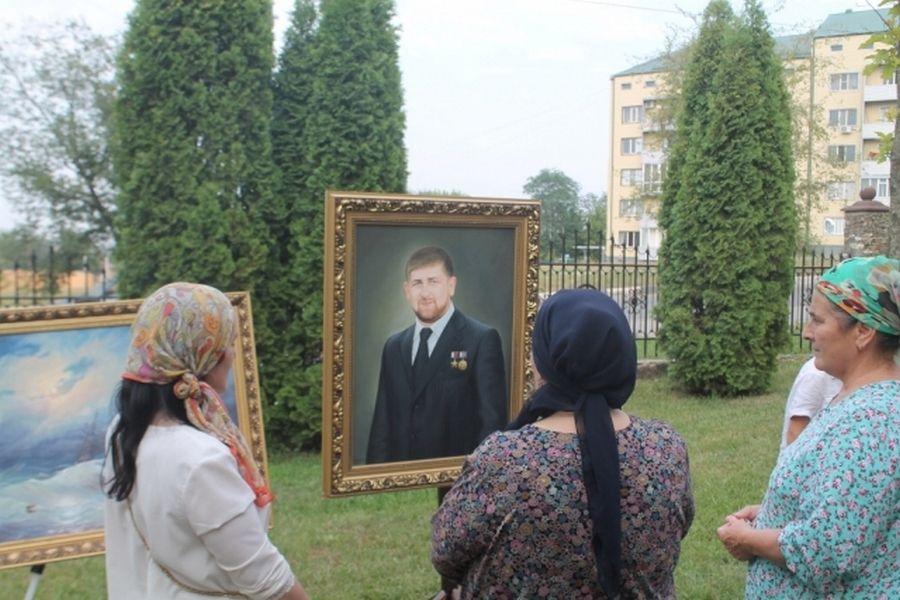 """В Грозном прошла выставка """"Любимая Чечня"""""""