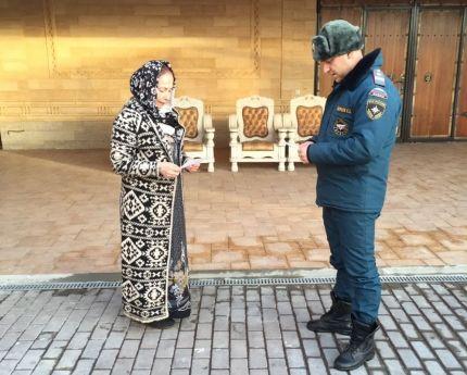 Сотрудники чрезвычайного ведомства Чечни проводят активную профилактическую работу с населением