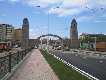 В Грозном открылся ресторанный комплекс, возведенный в форме чеченской башни