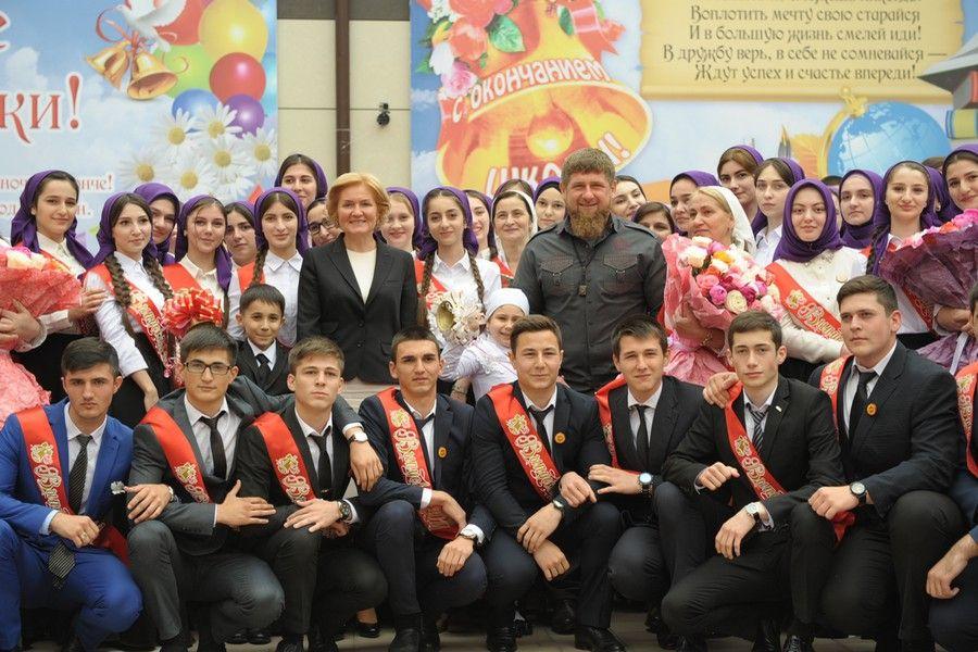 Р. Кадыров, О. Голодец и Л. Кузнецов приняли участие в торжественной линейке в гимназии №1 имени Ахмата-Хаджи Кадырова