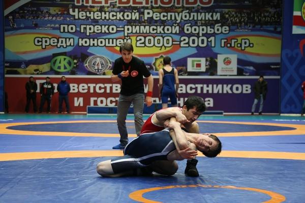 В Грозном стартовало первенство Чеченской Республики по греко-римской борьбе