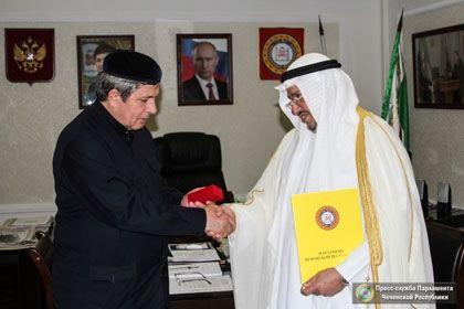 На фото: Д. Абдурахманов Аделем аль-Фалляхом