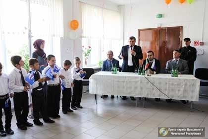 На фото: Председатель Парламента ЧР Д. Абдурахманов