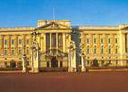 Караульный Букингемского дворца отстранен от службы за оскорбление невесты принца