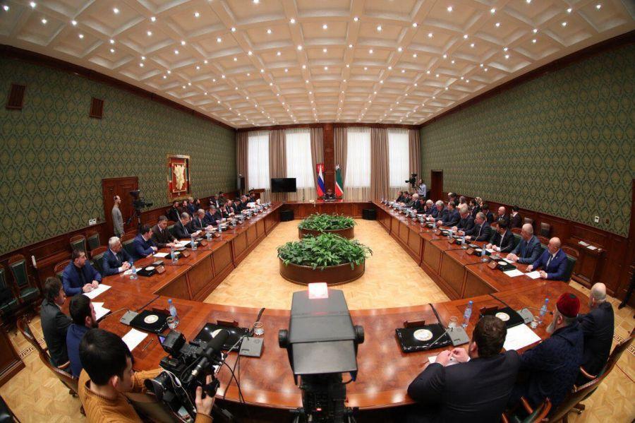 Р. Кадыров провел совещание по вопросам развития ОМС