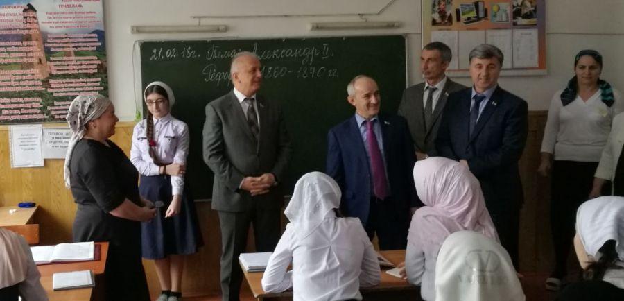 В Чечне продолжают мониторинг деятельности школ