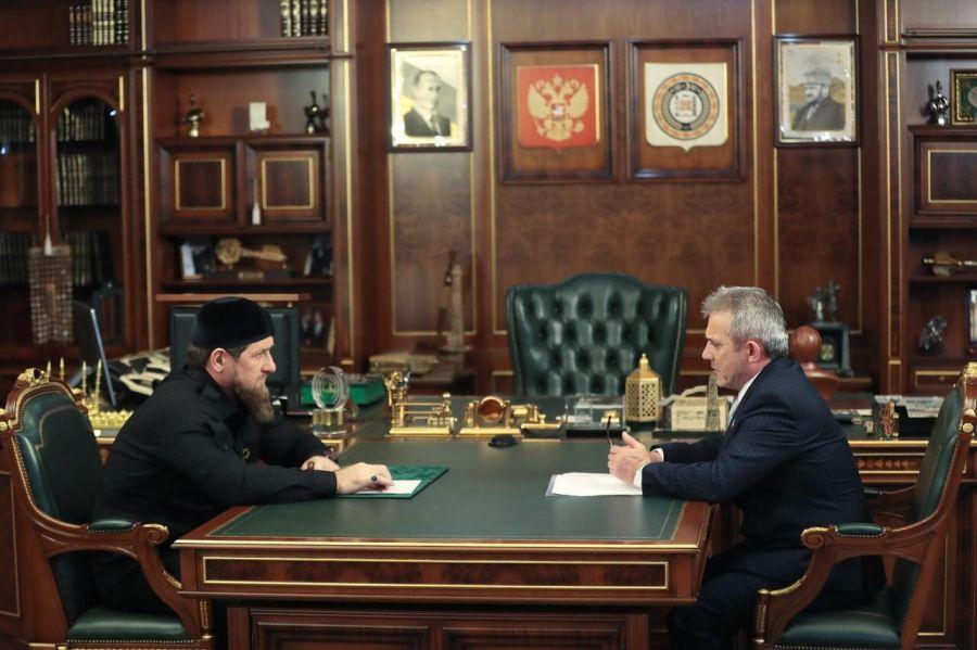 Р.Кадыров встретился с заместителем начальника СКЖД в Грозненском регионе С. Тумхаджиевым