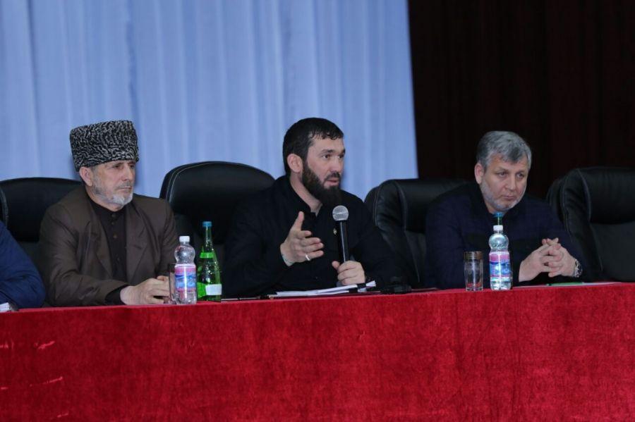 Магомед Даудов провёл встречу с жителями трёх высокогорных районов