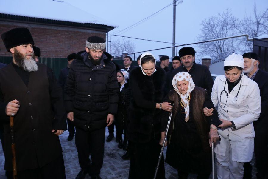 Возвращение на родину: 104-летняя Мадина Алиева обрела дом и семью (видео)