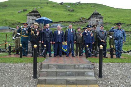 В Шатое открыли памятник маршалу Катукову