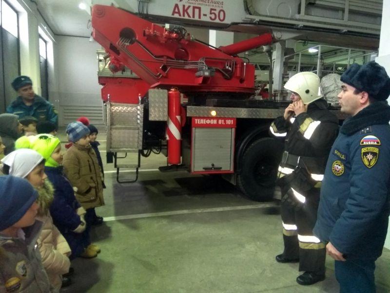 Пожарные провели экскурсии для чеченских школьников