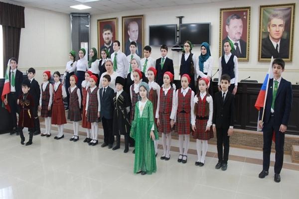 Чеченские школьники поздравили судебных приставов с Днем защитника Отечества