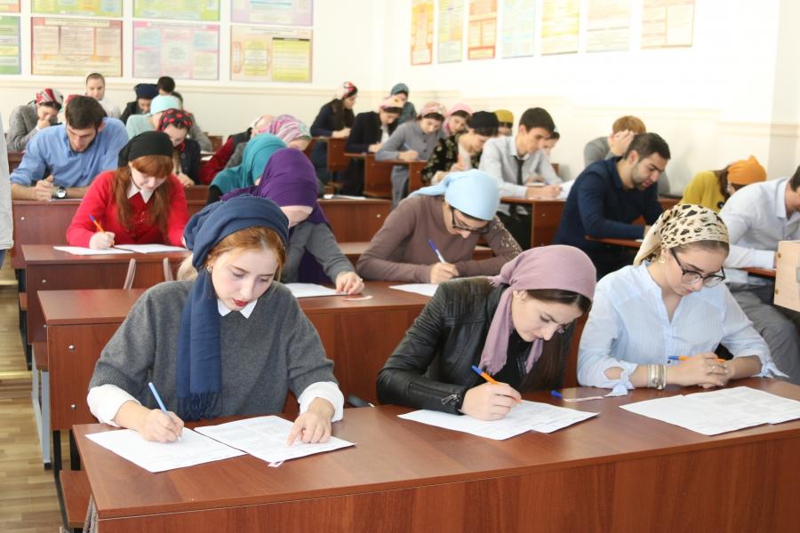 Неменее ста граждан Альметьевска проверили свои знания впроцессе этнографического диктанта