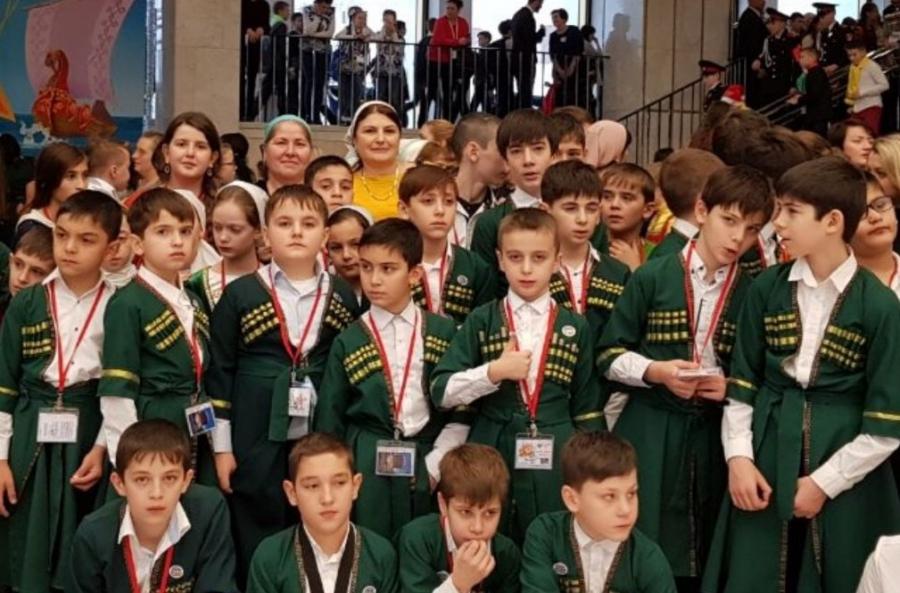Молодые югорчане побывали наКремлёвской ёлке