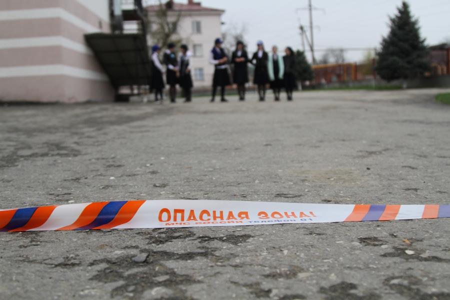 Грозненские школьники и спасатели МЧС поменялись местами