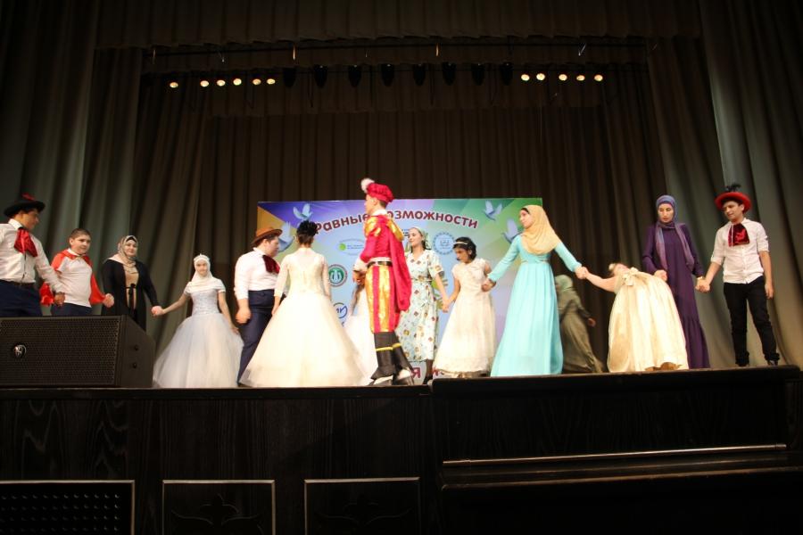 В Грозном прошел фестиваль творчества детей-инвалидов СКФО