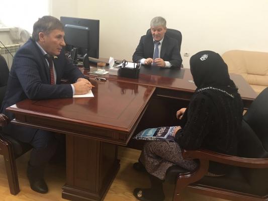 Депутаты провели приём граждан в муниципалитетах