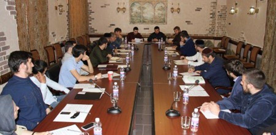 В Минмолодежи Чечни обсудили подготовку к Всемирному молодежному фестивалю