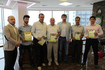 На фото: Группа чеченских альпинистов