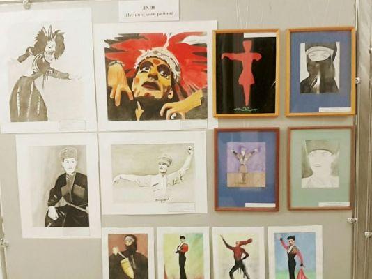 В Грозном проходит выставка, посвященная творчеству Махмуда Эсамбаева