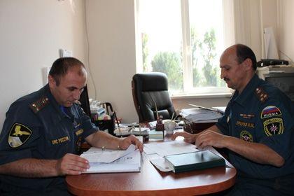 На фото: Члены комиссии МЧС