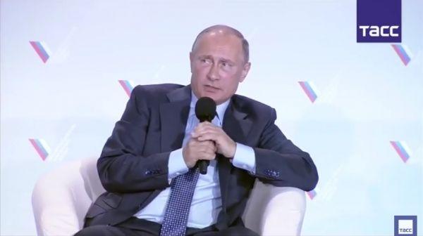 """Путин назвал """"удивительными идиотами"""" участников блокады Крыма"""