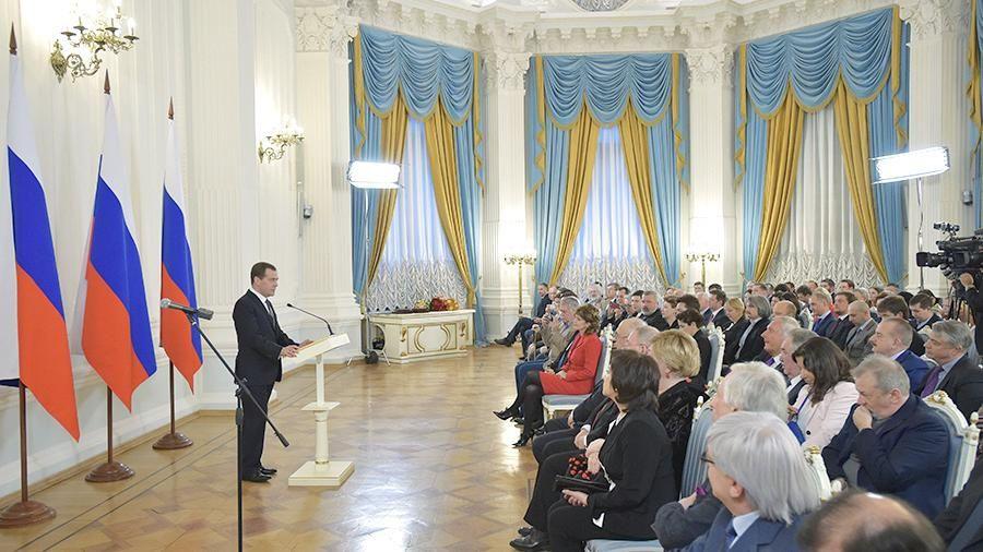 Медведев вручил правительственные премии в области СМИ