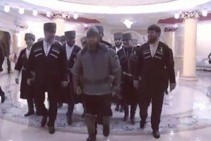 Кадыров скопьем ивдоспехах поздравлял чеченских женщин