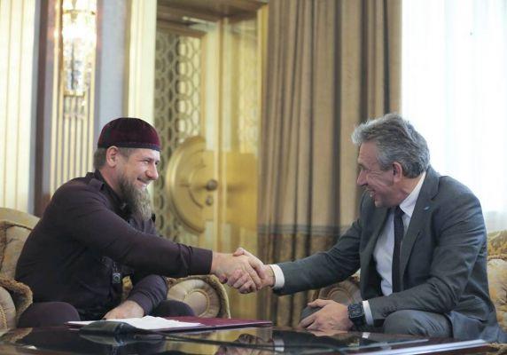Глава Чечни поздравил с днем рождения Председателя «Внешэкономбанка» Сергея Горькова