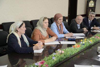 В Грозном состоялось совещание авторских коллективов по разработке учебно-методических комплектов по чеченскому языку