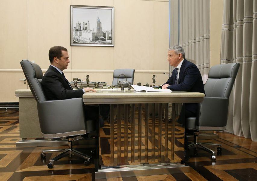 Вячеслав Битаров на встрече с Дмитрием Медведевым обсудил ситуацию в экономике и социальной сфере Северной Осетии