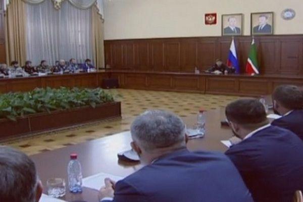 Рамзан Кадыров провел совещание по вопросам безопасности дорожного движения