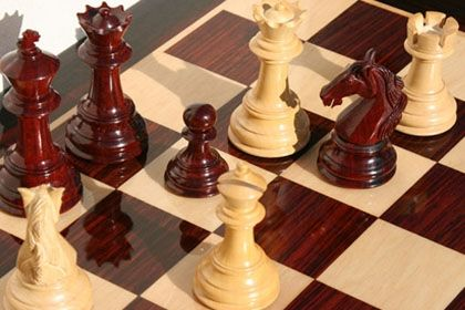 На фото: шахматная доска