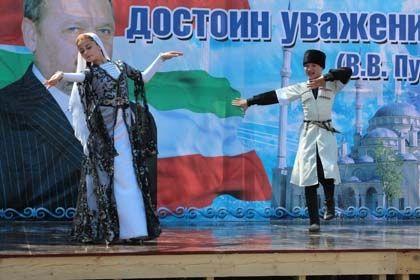 Выступление детского ансамбля / Адам Межиев