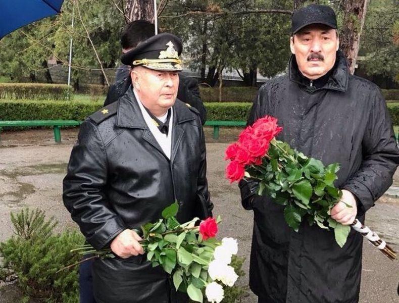 Рамазан Абдулатипов почтил память героев обороны и освобождения Севастополя