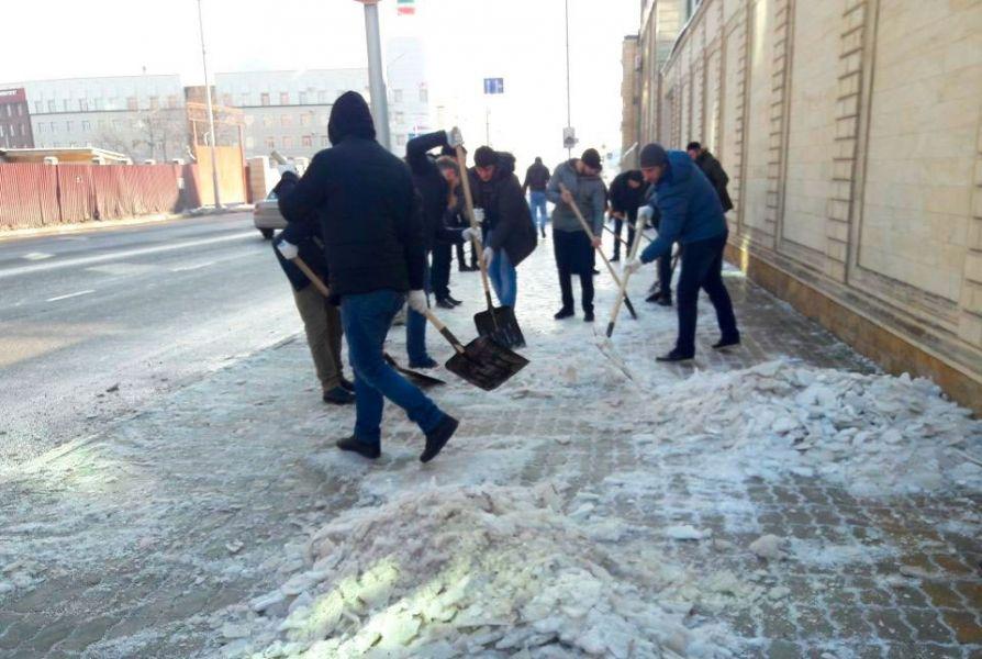 В столице Чечни проходят массовые субботники
