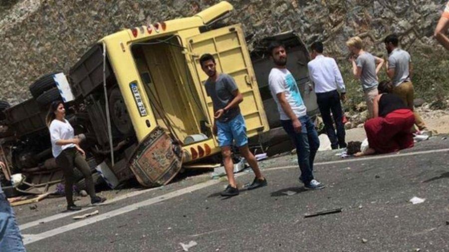 Число жертв аварии автобуса с туристами в Турции возросло до 23