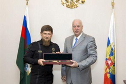 А. Бастрыкин наградил Р. Кадырова медалью «Доблесть и отвага»