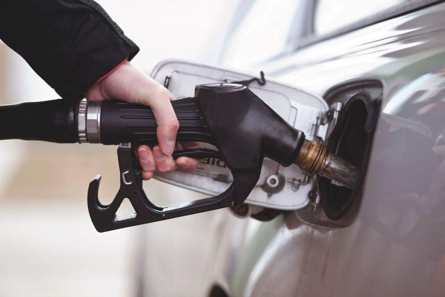 Путин сообщил о намерении властей не допустить роста цен на бензин