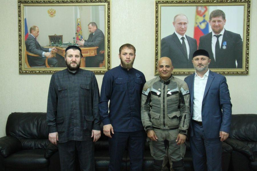 Известный арабский мотопутешественник посетил Дворец молодежи Чечни