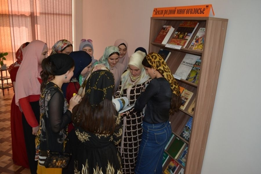 В Национальной библиотеке ЧР прошло мероприятие «Земли родной многоголосье»
