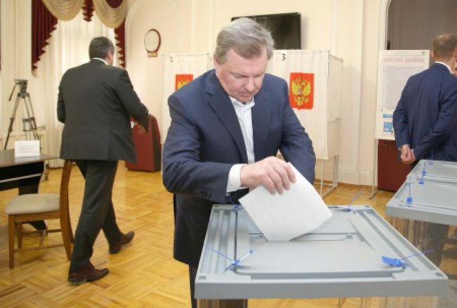 Олег Белавенцев проголосовал в Пятигорске