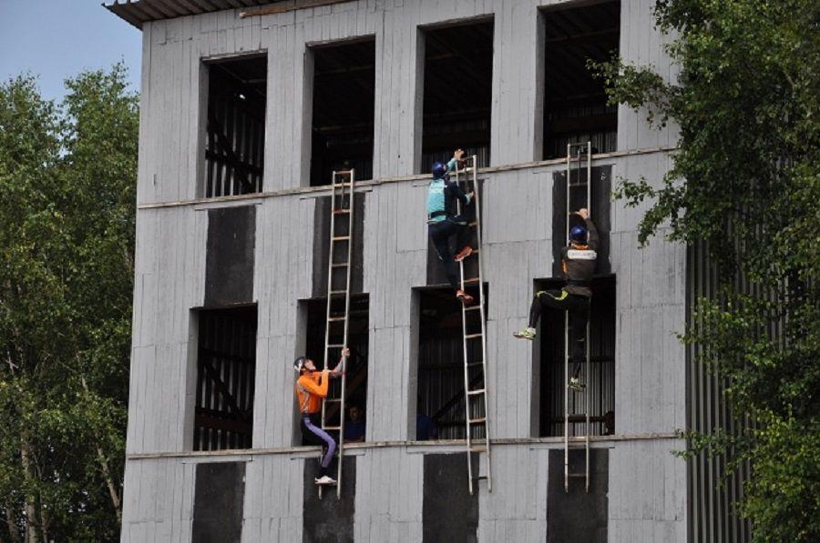 Команда ставропольского МЧС одолела насоревнованиях попожарно-спасательному спорту