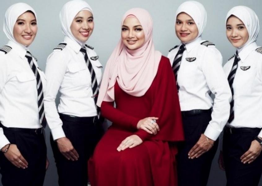 Для пилотов-женщин придумали форму-хиджаб