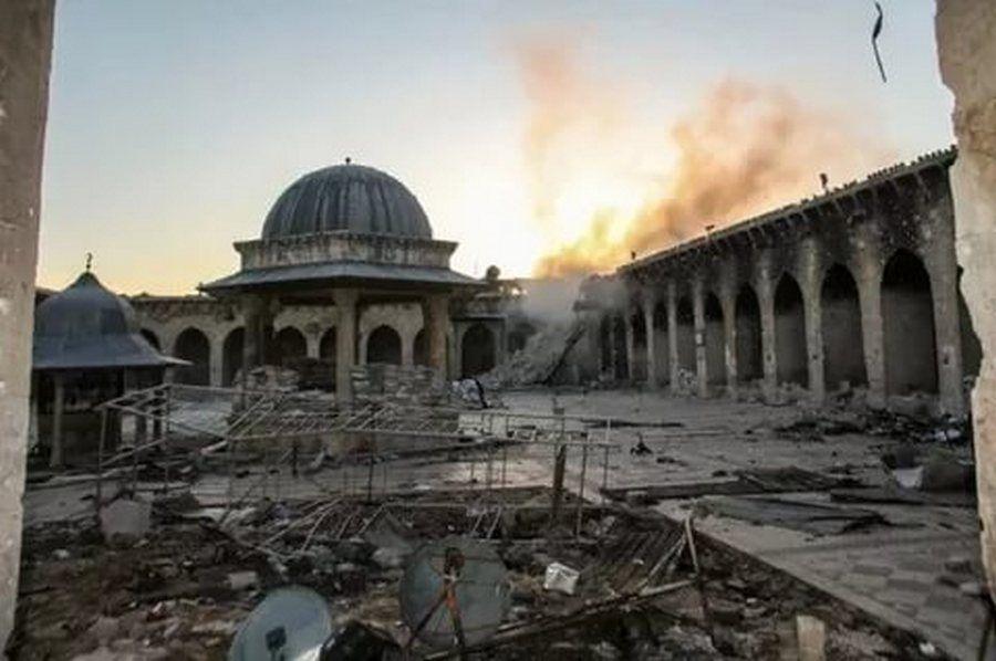 Боевики ИГИЛ взорвали мечеть XII века
