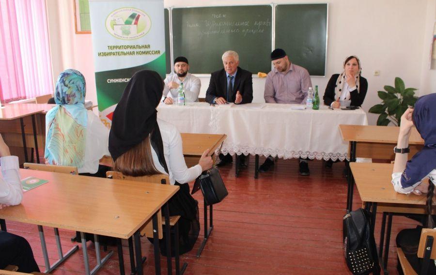 ТИК Сунженского района провела со студентами Серноводского аграрно-технического колледжа классный час